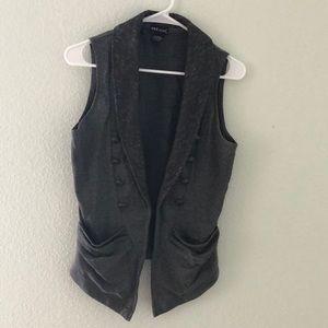 Sleeveless cardigan